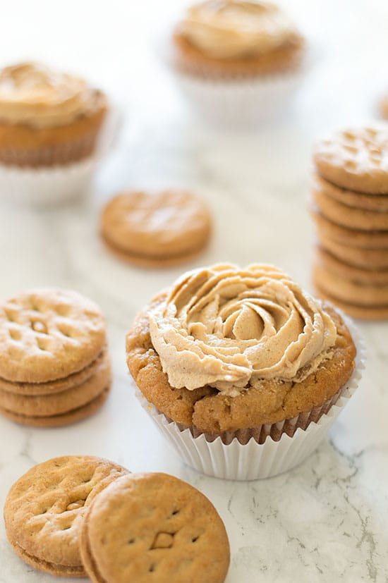 Do-si-do Cupcakes - Intensely peanut buttery cupcakes topped with peanut butter buttercream. Recipe includes nutritional information and small-batch instructions. From BakingMischief.com