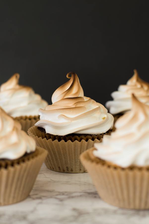 Light and fluffy marshmallow frosting. Delicious to eat and easy to make! Recipe includes nutritional information. From BakingMischief.com