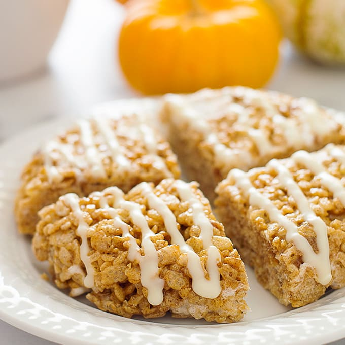 You can make these Small-batch Pumpkin Spice Rice Krispie Treats in just a few minutes for a simple, fun fall treat. Recipe includes nutritional information. From BakingMischief.com