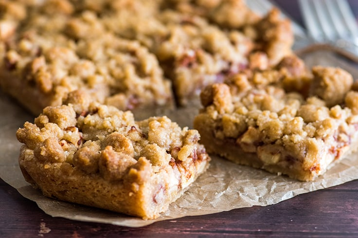 These Small-batch Apple Pie Bars are SOOO good!! | #Dessert | #AppleDesserts | #EasyDesserts |