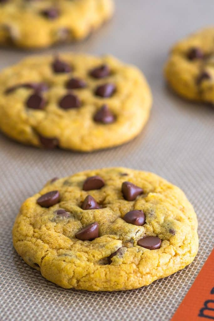 You have to try these Small-batch Chocolate Chip Pumpkin Cookies. #cookies | #pumpkinspice | #falldesserts |