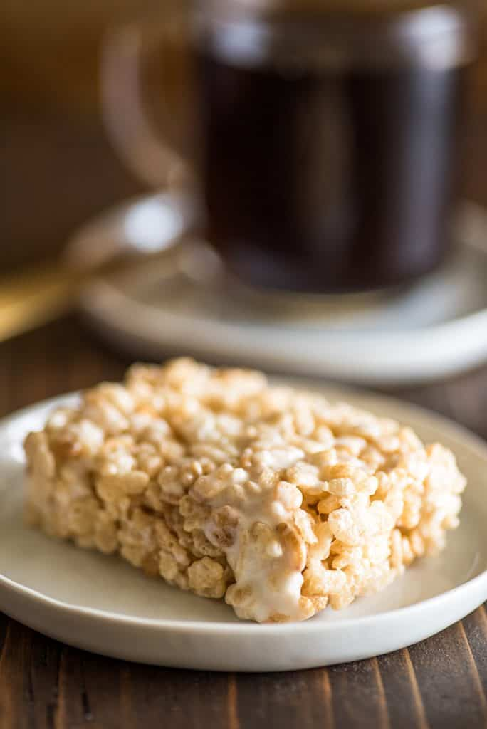Picture of single-serve rice krispie treat on a white plate.